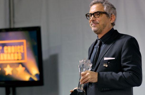 Con tres premios en su haber, Gravity llevará a Alfonso Cuarón a competir por el Oscar.