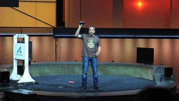 Ken Levine anunció una entrega totalmente nueva de Bioshock para PS Vita en el E3 de 2011.