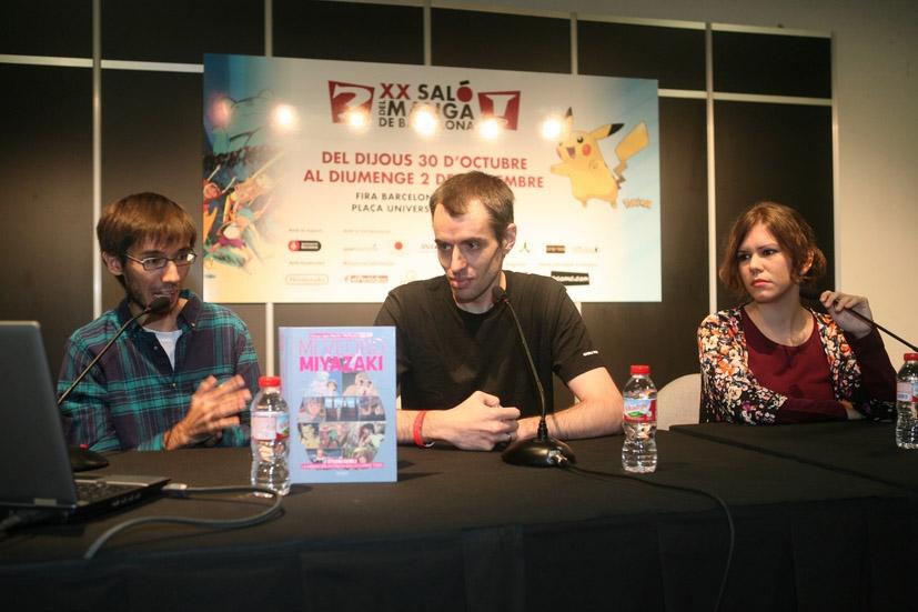 De izq. a dcha. Álvaro López, Manu Robles y Marta García en un coloquio organizado por el Salón del Manga de Barcelona