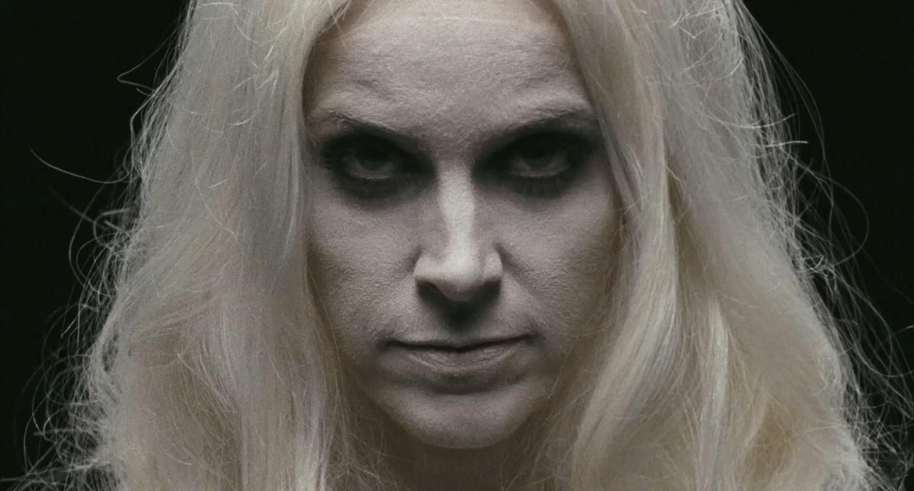 Deborah Myers, que no es otra que la figura siempre presente en las películas de Zombie: su mujer, Sheri Moon Zombie