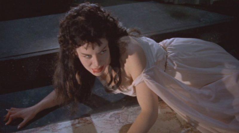 La acompañante de Drácula tras mostrar sus verdaderas intenciones