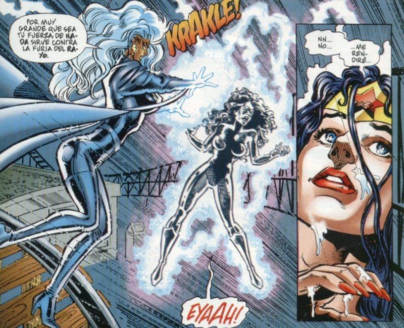 Wonder Woman sufriendo los poderes de Storm