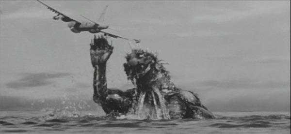 Las escenas en el mar recuerdan mucho a Godzilla
