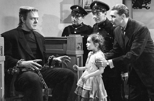 Tras ayudar a la niña, el monstruo es arrestado