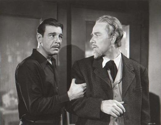 Larry Talbot tratando que el doctor Edelmann le haga caso